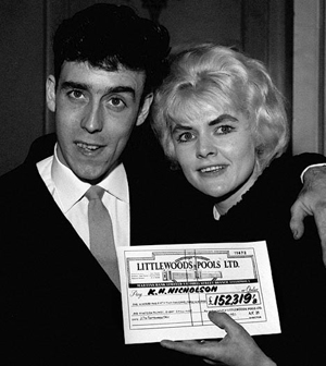 Viv and Keith and the big fat cheque