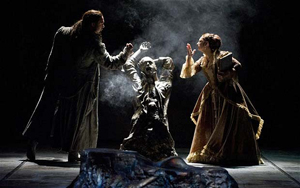 David Soar (Leporello) i statue Nuccia Focile (Donna Elvira) in Don Giovanni by WNO Photo: Richard H Smtih